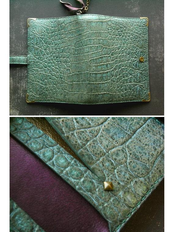 Green binder by kikosattic on Etsy
