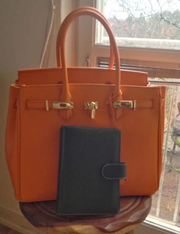 Orange Vanilla Paris bag with Gillio Medium Green Amica