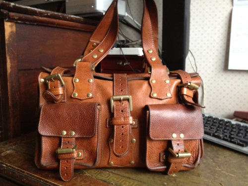 I have a Mulberry Oak Roxanne in Darwin leather (above) and it is one of my  favorite bags of all time. I used it constantly for an entire year 2837362a2211e