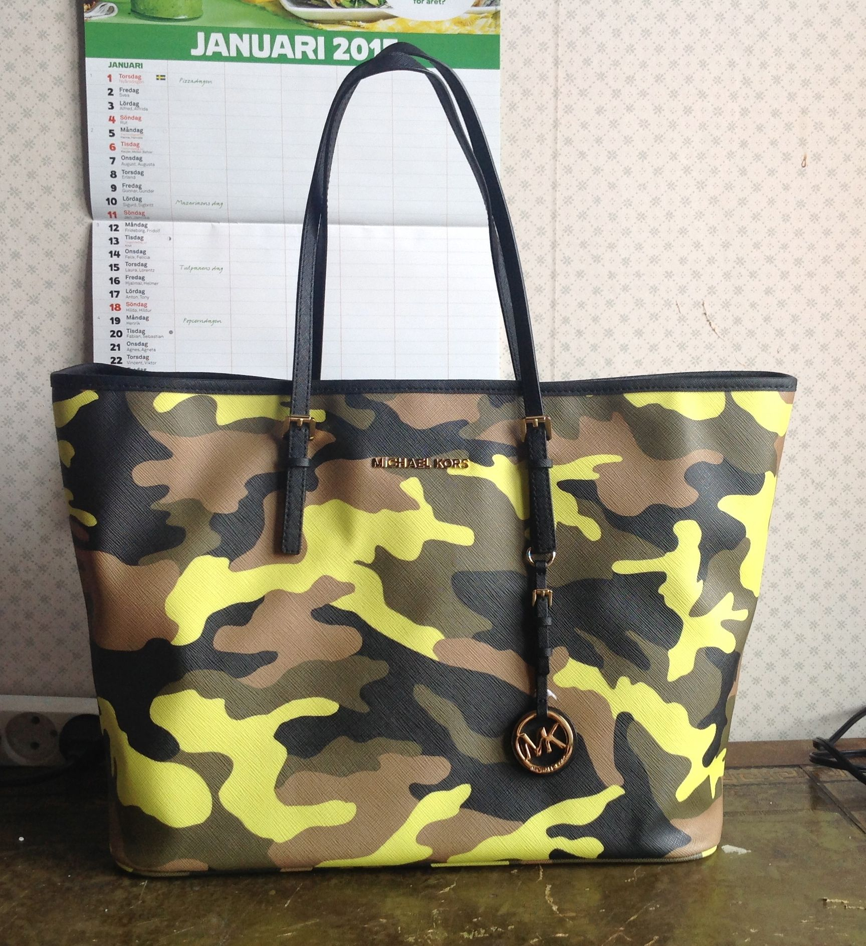 Michael Kors Camouflage Tote – Janet Carr   5cb1169f1848