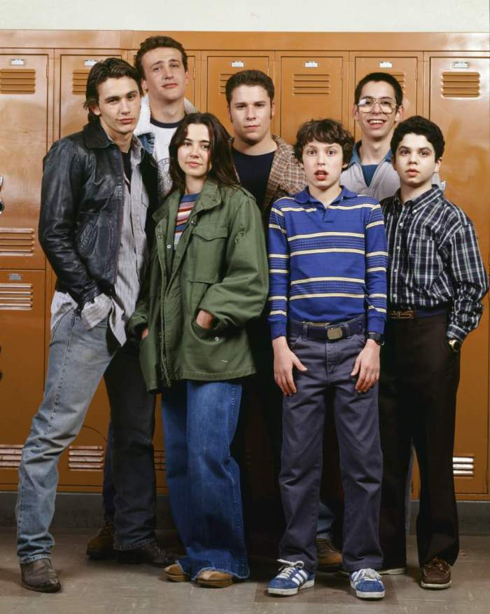 FREAKS AND GEEKS -- Season 1 Gallery -- Pictured: (l-r) James Franco as Daniel Desario, Jason Segel as Nick Andopolis, Linda Cardellini as Lindsay Weir, Seth Rogen as Ken Miller, John Francis Daley as Sam Weir, Martin Starr as Bill Haverchuck, and Samm Levine as Neal Schweiber -- (Photo by: Chris Haston/NBC/NBCU Photo Bank via Getty Images)