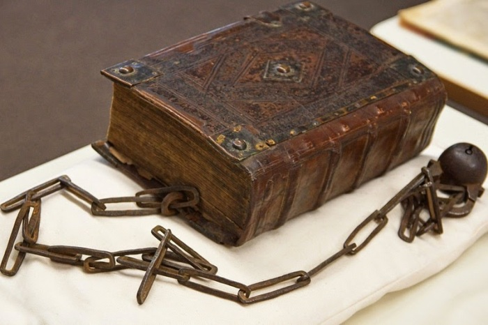 guildhall-library-chained-book-12