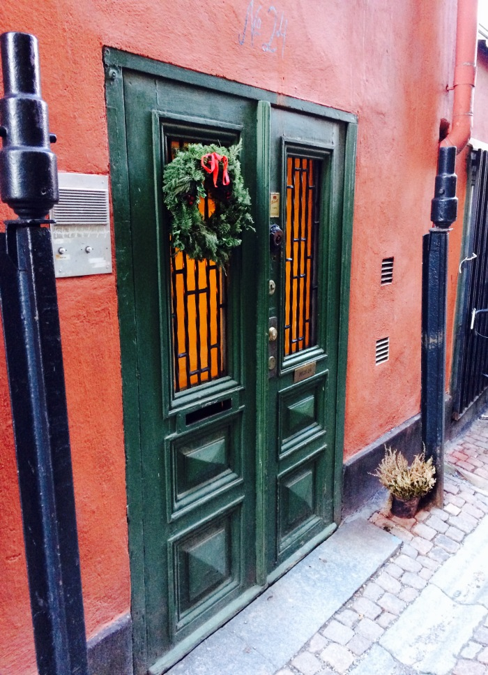 A pretty Christmas doorway. In Sweden the drainpipes are either heated (so that water inside them does not freeze) or they have a piece of metal running all the way down and out the end so that you can wiggle it around to break up any ice that has frozen inside the pipe.