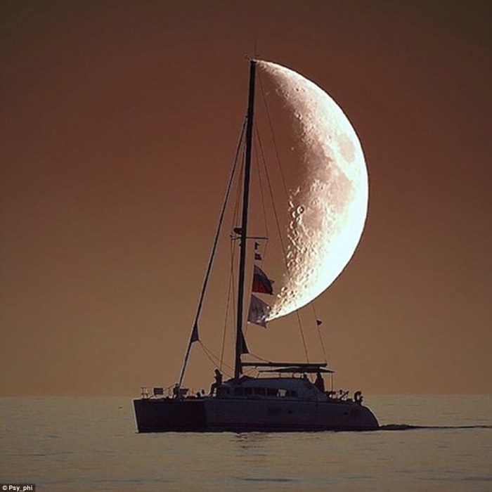 3c3b8dde00000578-4131918-the_half_moon_has_become_this_boat_s_wind_sail_as_this_photograp-a-3_1484812267055