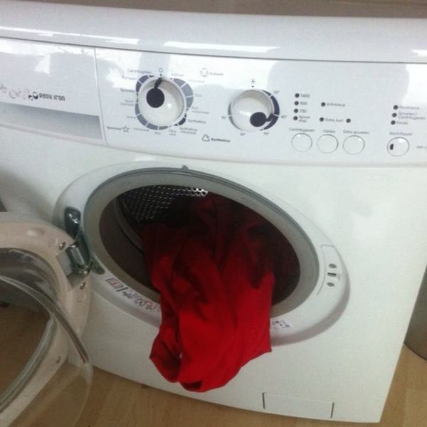 funny-pics-of-objects-that-look-drunk-washer-dryer