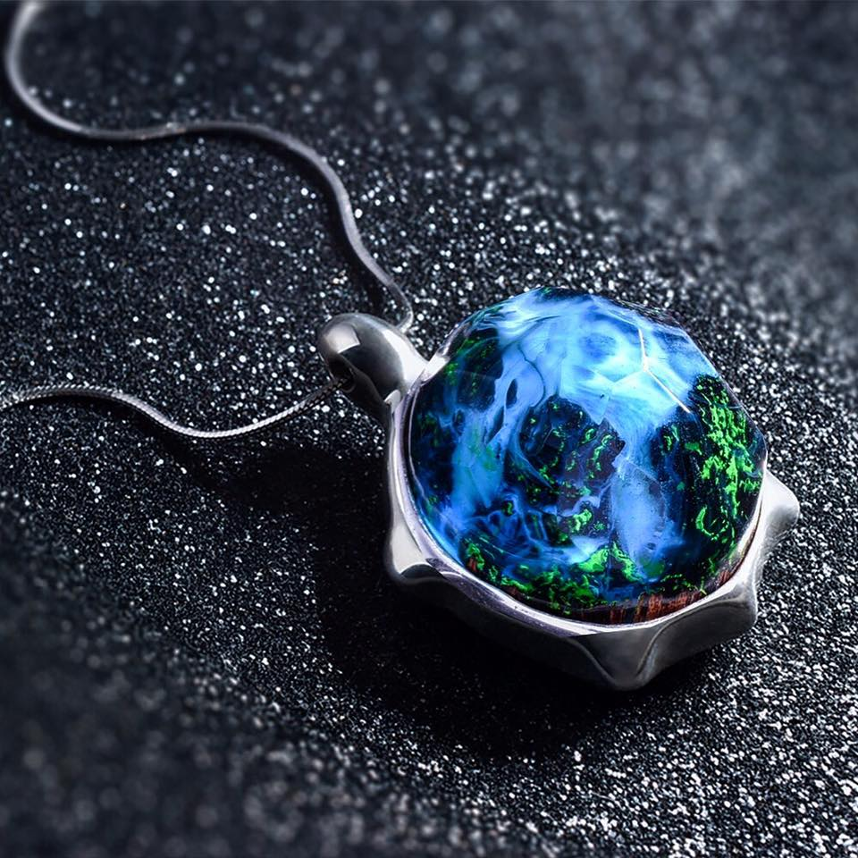 Enchanting Turtle Jewelry Made of Resin Offers Ever ...