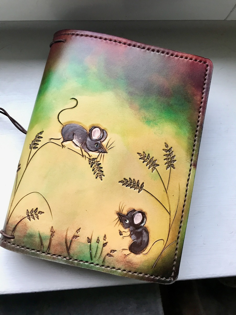 Elrohir leather A5 wide 'mouse' traveler's notebook cover