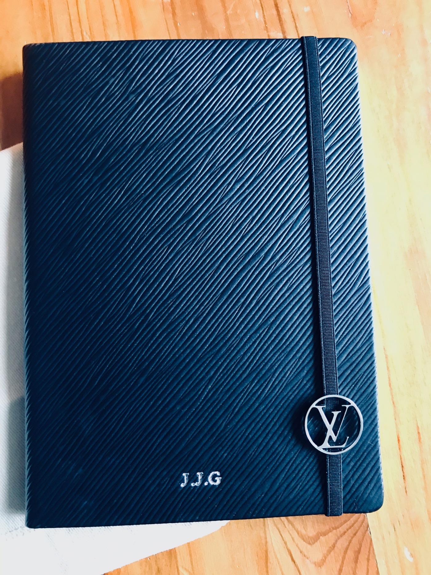 Louis Vuitton Gustave MM Notebook in black Epi leather with silver embossing